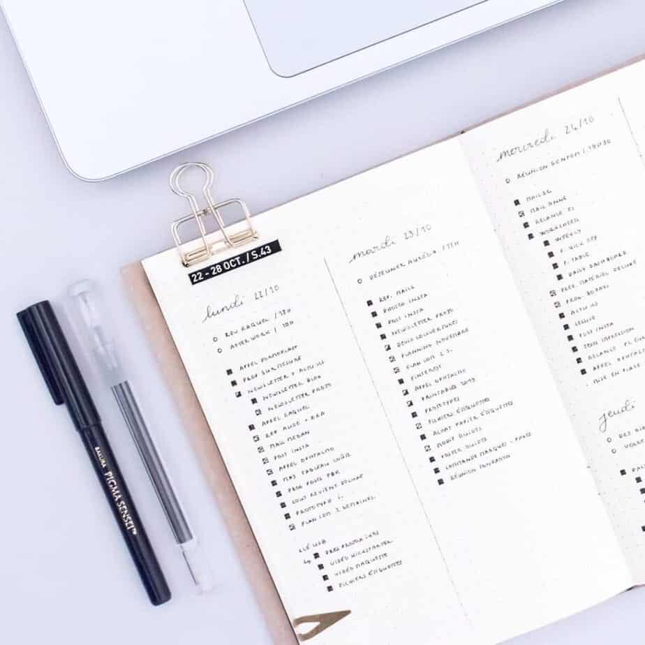 Minimalist bullet journal weekly spread